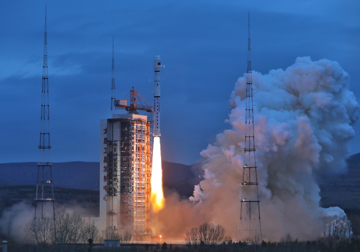 Chinese, Brazilian presidents congratulate each other on satellite launch
